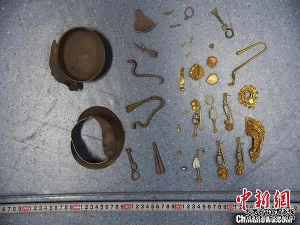 """内蒙古一古墓群被盗5名""""摸金校尉""""被刑拘"""